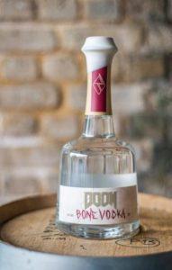 Eccovi la Vodka nata dalla collaborazione tra Bethesda e Rebel Distiller: la DOOM Bone Vodka, creata apposta per il lancio di DOOM Eternal.